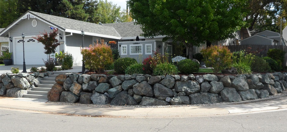 rock wall around house residential
